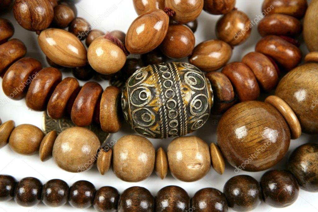 Colliers de texture bijoux artisanale en bois africain\u2014 Image de lunamarina