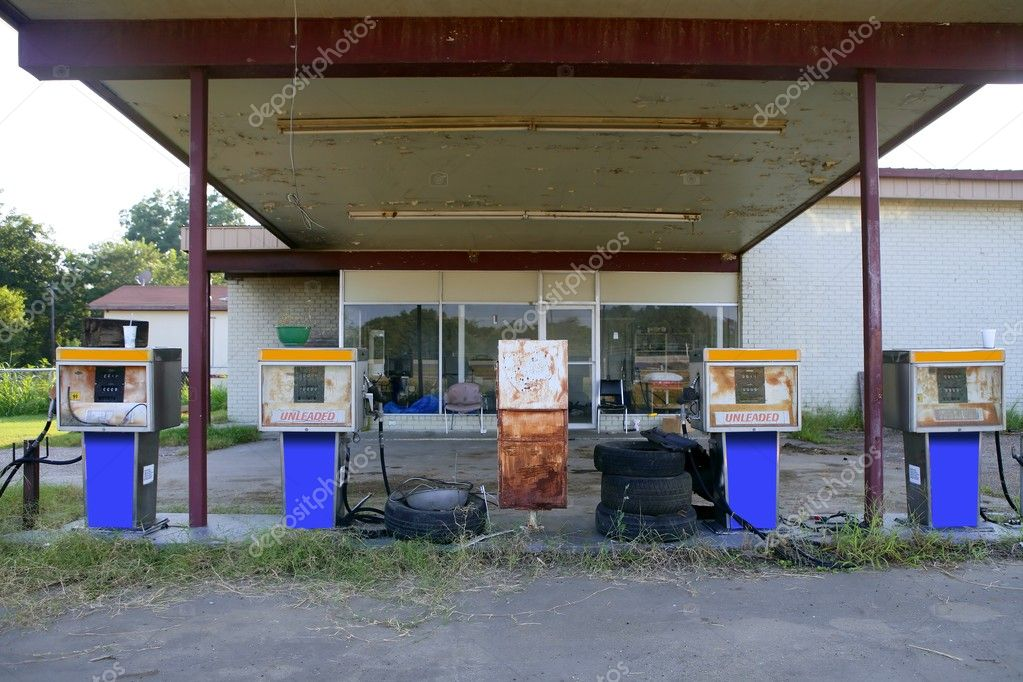Aged old vintage gas station abandoned in Texas  — Stock Photo #5509225