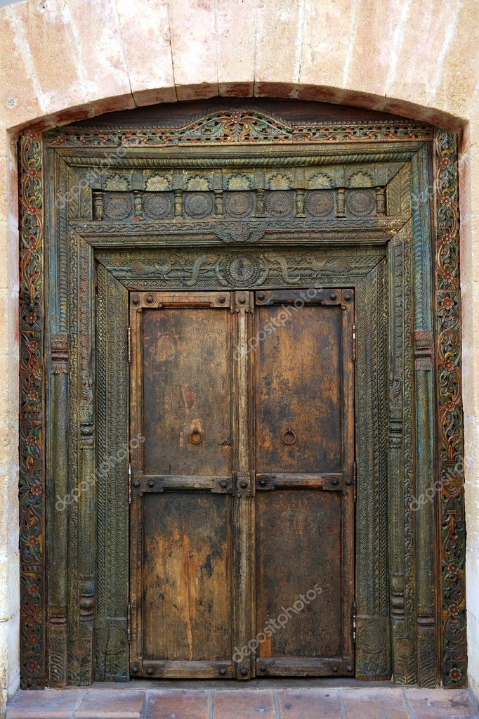 Ancient eastern indian polychrome wooden entrance door — Stock Photo #5509989