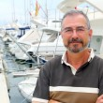 Senior man on marina sport boats portrait — Stock Photo