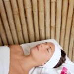 Beauty woman skin treatment flowers oil — Stock Photo