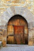 Romanesque arch door wooden medieval Ainsa — Stock Photo