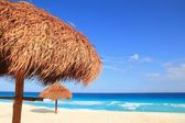 Palapa hut beach sun roof turquoise Caribbean — Stock Photo