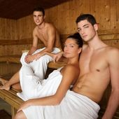 Sauna spa therapy young beautiful group — Stock Photo