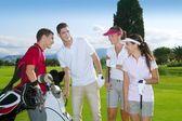 Golfbaan groep jonge spelers team — Stockfoto