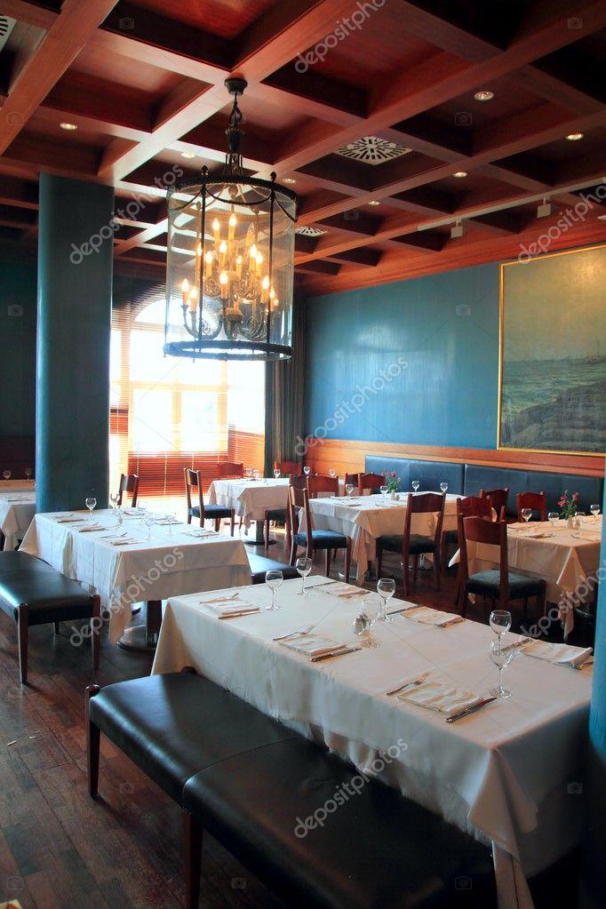 Tecto de madeira quente decoração de interiores de restaurante