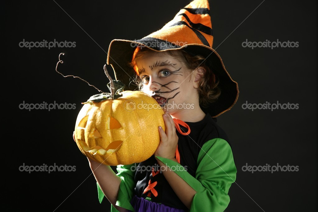 Toddler beautiful witch girl wearing halloween costume and make up — Stock Photo #5512785
