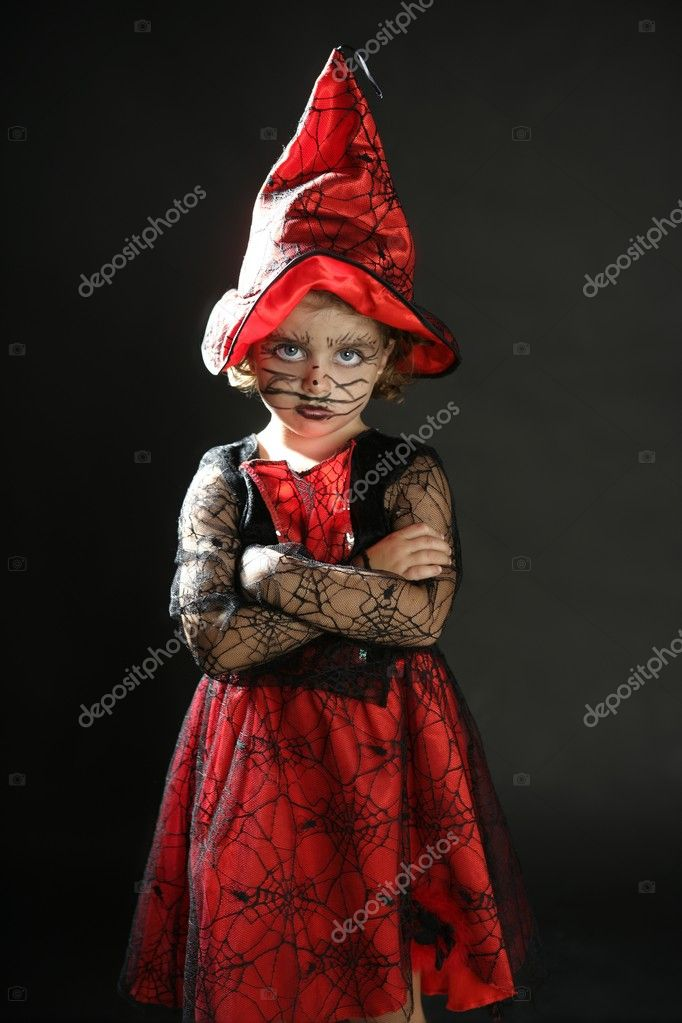 Toddler beautiful witch girl wearing halloween costume and make up — Stock fotografie #5512906