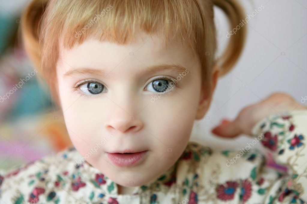 Beautiful toddler blond girl looking and smilint to camera  Stock Photo #5513062
