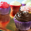 Cupcakes colorful cream muffin arrangement — Stockfoto #5567535
