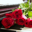 Classic red roses on piano vintage romantic valentines — Stok fotoğraf