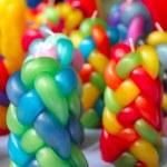 kleurrijke gevlochten kaarsen handcraft structuurpatroon — Stockfoto
