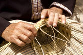 Basketry craftsman hands working in Mediterranean basket — Stock Photo