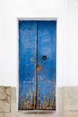 Blau holz tür mittelmeerarchitektur ibiza — Stockfoto