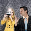 Geek mustache man reporter fashion girl photo shoot — Foto Stock