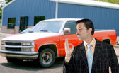 Car used salesperson selling old car as brand new — Stock Photo