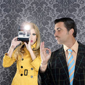 Geek mustache man reporter fashion girl photo shoot — Zdjęcie stockowe