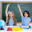 Foto Stock: Clever students in classroom raising hand