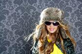 Děti móda blondýnka s zimní kožich a klobouk — Stock fotografie