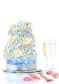 Wedding cake with champagne glasses — Stock Photo