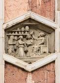 Ročník basreliéf ve florencii, itálie — Stock fotografie