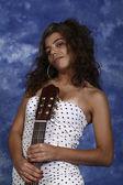Fille avec une guitare — Photo