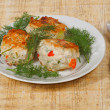 Foto Stock: Three appetite cutlets with greens