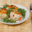 Foto Stock: Three appetite cutlets with fresh greens