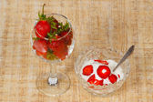 The vase with ice-cream and glass with strawberry — Stock Photo