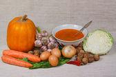 Polévky, zelenina a ořechy od kuchyňské zahrady — Stock fotografie