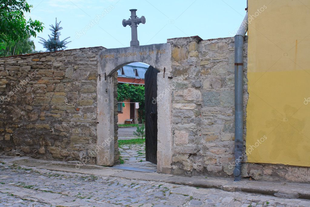 The door in old catholic church in Kamenets Podolskiy, Carpathians, Ukraine — Stock Photo #6645319