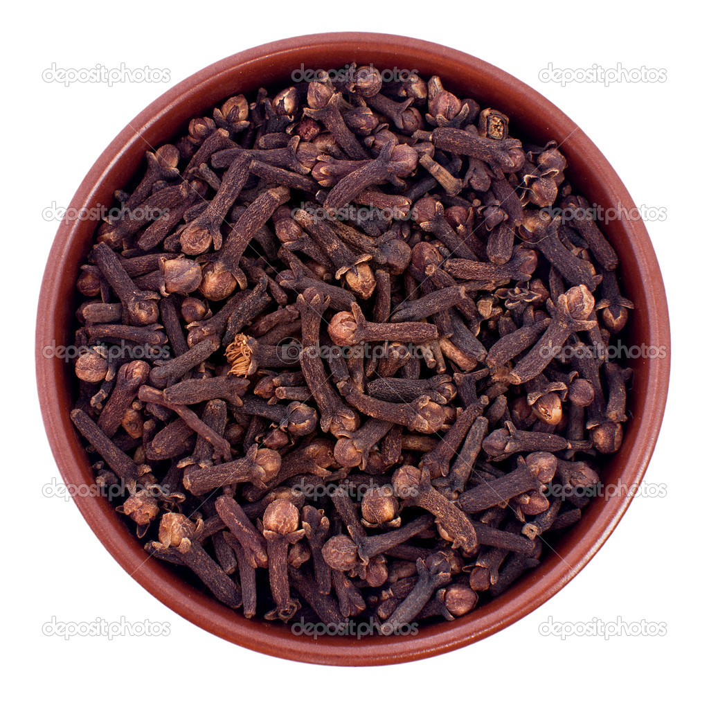 Ceramic bowl full of cloves seeds — Stock Photo #5652095