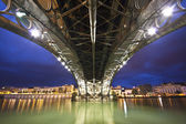 Sevillie, panorama of the riverside under the Triana Bridge. — Stock Photo