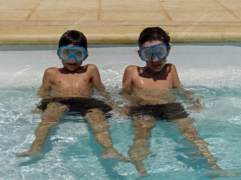 boys with goggles in swimming pool                             — Stock Photo #6101351