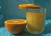 Sliced orange and juice — Stock Photo