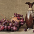Grapes red and ceramic ware — Stock Photo