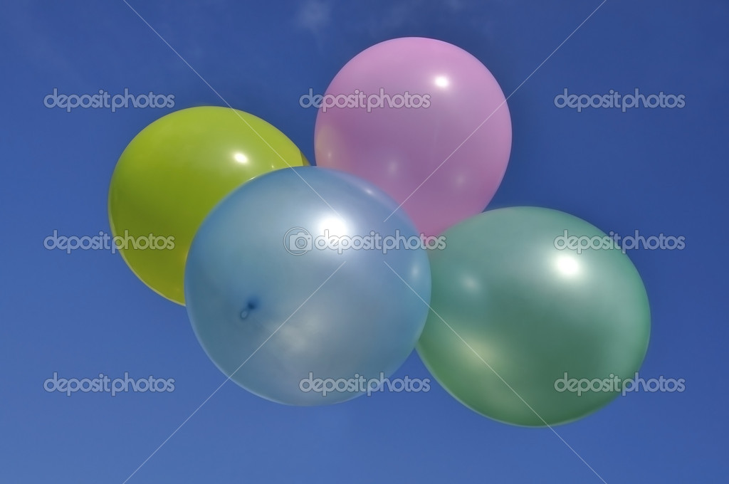 Balls air color against the blue sky — Stock Photo #6670424
