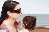 そらすの娘を持つ母 — ストック写真