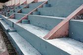 Bancos de hormigón vacías en el mini estadio — Foto de Stock