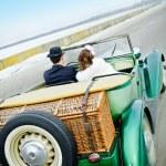 Newlyweds In Wedding Car — Stock Photo #5590046