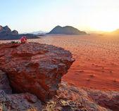 日没。ヴィ ヴァディ ram - ヨルダン。パノラマ — ストック写真