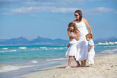 Young mother with her two kids on beach vacation — Stock Photo