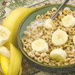 Toasted Oat Cereal with Sliced Bananas — Stock Photo #5432605