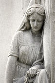 Cemetery Statue of Mourning Woman — Stock Photo