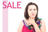 Vacker flicka i en ljus klänning till salu — Stockfoto