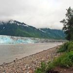 ghiacciaio, fiume e montagne — Foto Stock