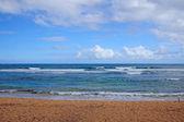 Tropická pláž - modré vody a nebe — Stock fotografie