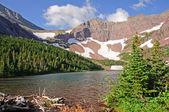 альпийское озеро в летнее время — Стоковое фото