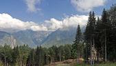 Dağ dorukları üstünde bulutlar, yatay — Stok fotoğraf