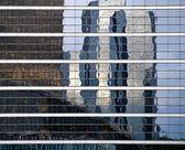 Reflexion de constructions modernes — Photo